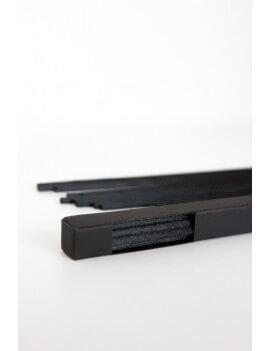 Juodos ilgos daugiapluoštės lazdelės dežutėje (27.5 cm), 18 vnt